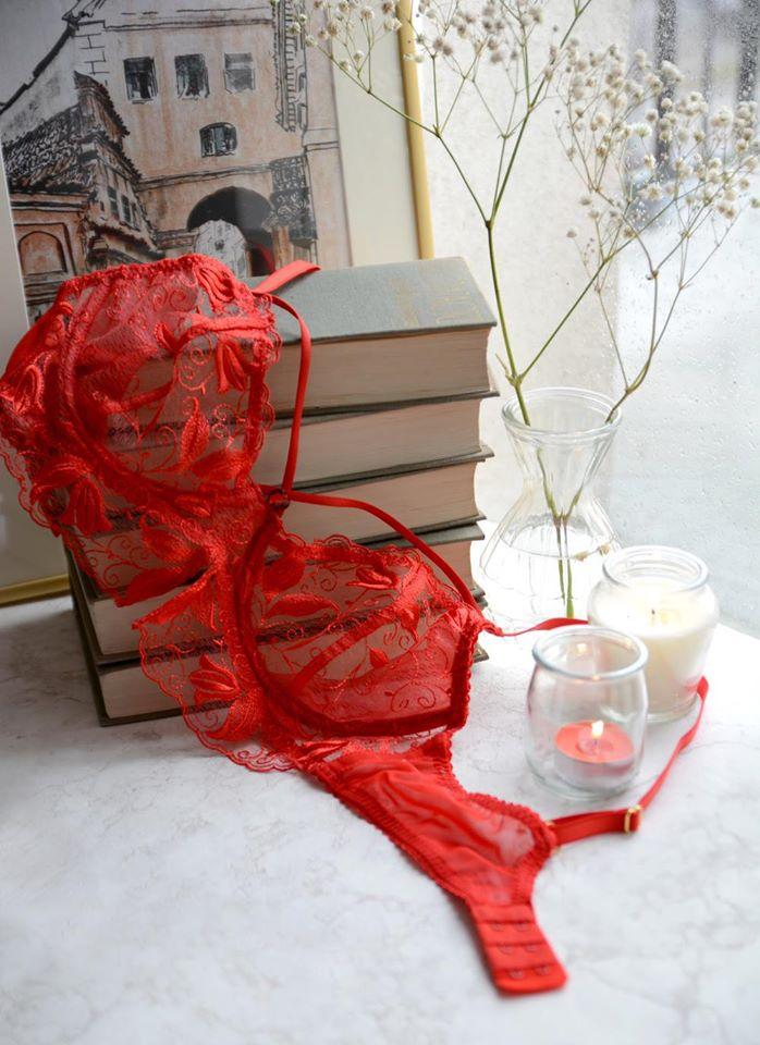 Czerwony biustonosz First Date