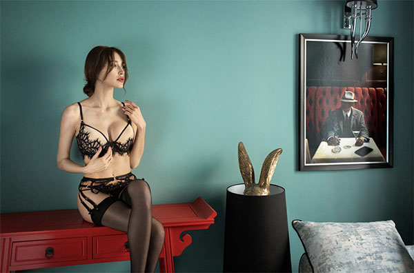 Black Swan lingerie set by White Rvbbit