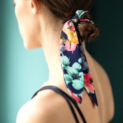 Satynowa gumka do włosów Flower