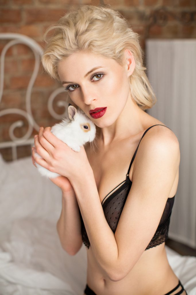 White Rvbbit bielizna koronkowa Queen of Lace bra