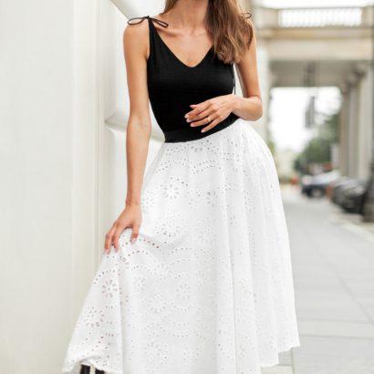 Czarny top z wiskozy biała spódnica White Rvbbit