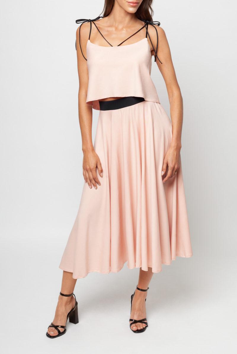 Różowa bluzka i różowa spódnica z wiskozy