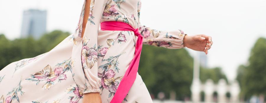 Co kupić na wyprzedaży? Sukienki i ubrania